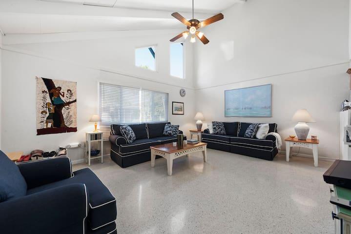 Sanibel Shores Unit B1, 1 Bedroom Cozy Cottage!