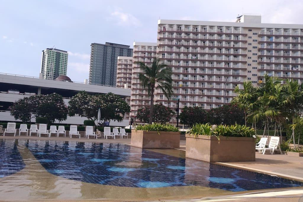2 free swimming-pools