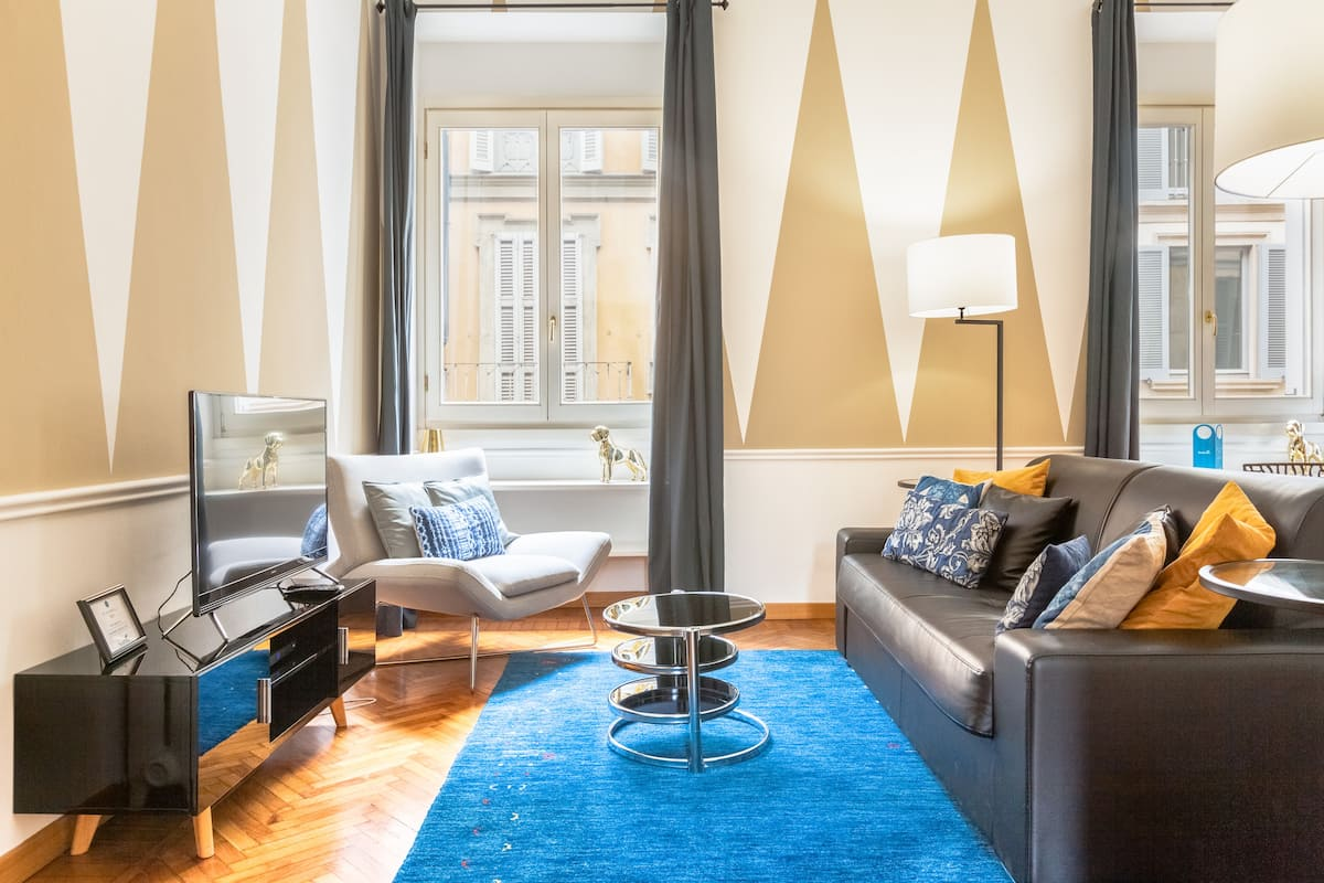 Chic Serviced Apartment with Striking Modern Decor