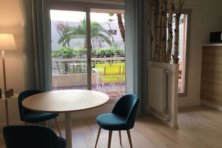 Joli studio avec terrasse au port - Nice