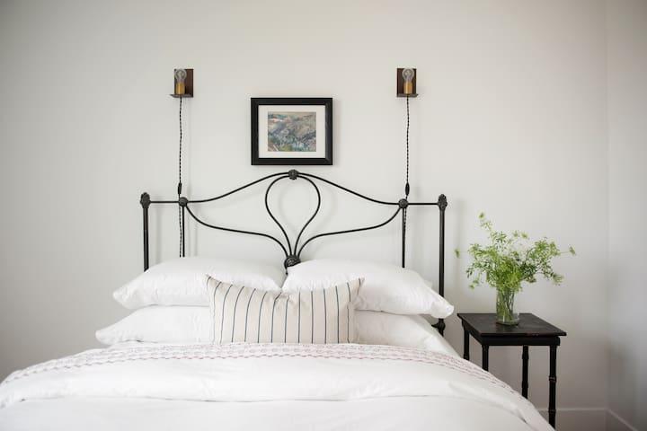 Queen size bedroom #2.
