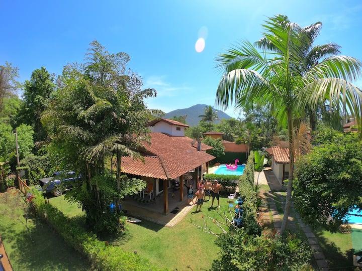 Casa Privilegiada com Piscina. 80m Praia, 200m Rio