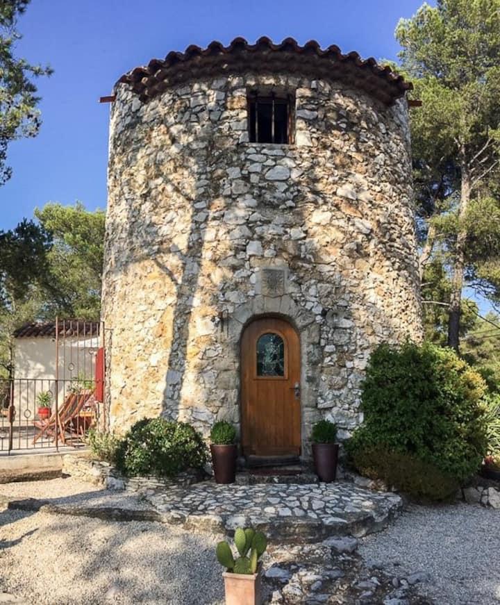 Chambre dans un ancien moulin provençal