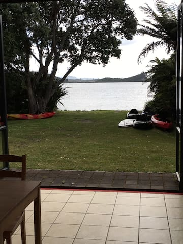 Tumoana Lakefront Holiday Home - Tikitere