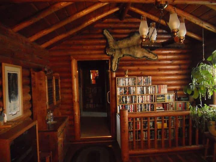 Charming Log Cabin on Sacheen Lake.