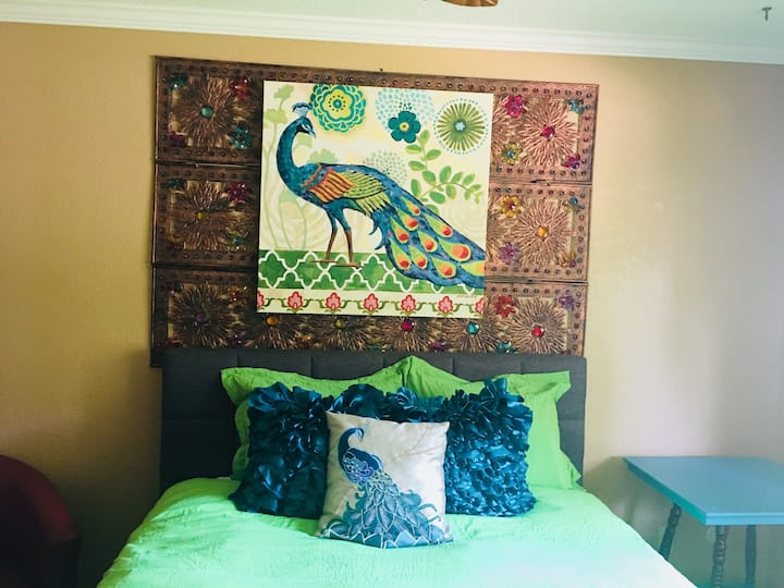 PEACOCK ROOM 26.00 TRAVEL PROFESSIONAL  WITH POOL