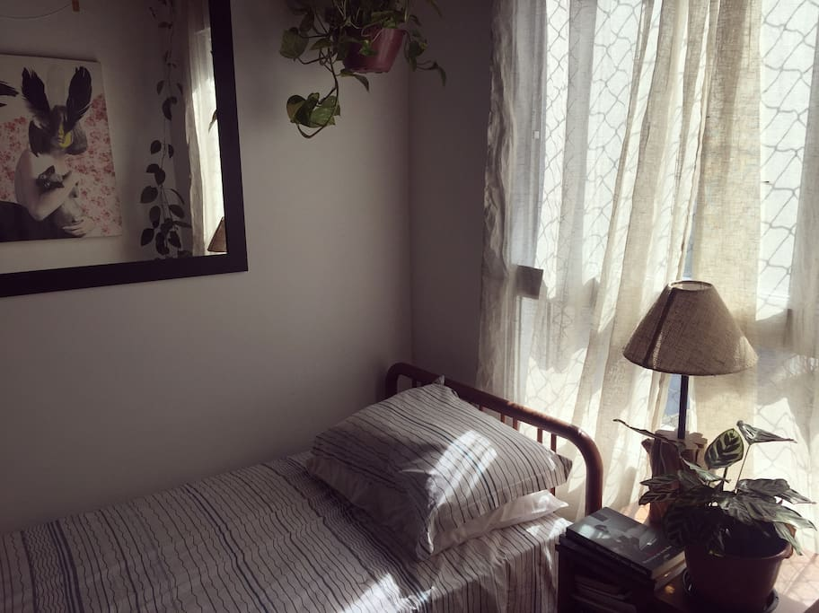 SINGLE ROOM available for guests.
