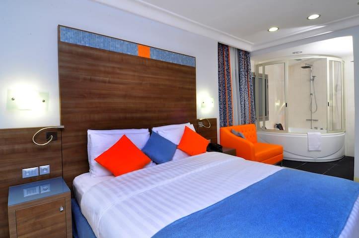 Chambre Prestige Jacuzzi - Bénin Royal Hôtel