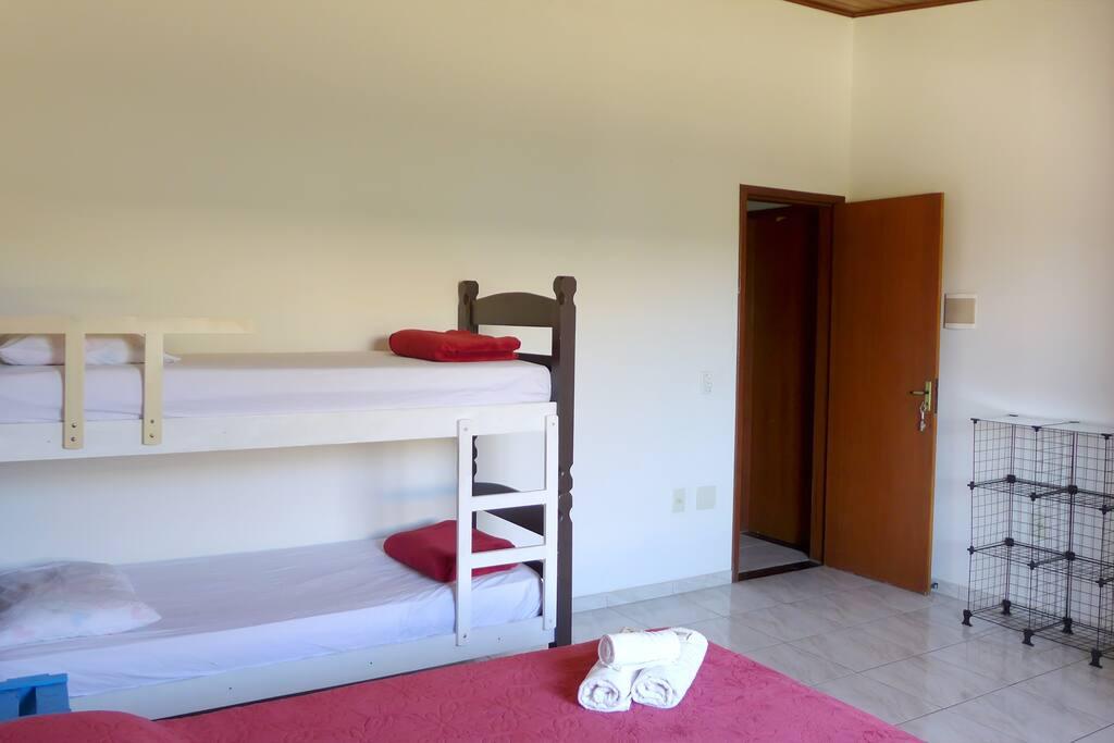 Inclui roupa de cama e banho. Linen and towel included.