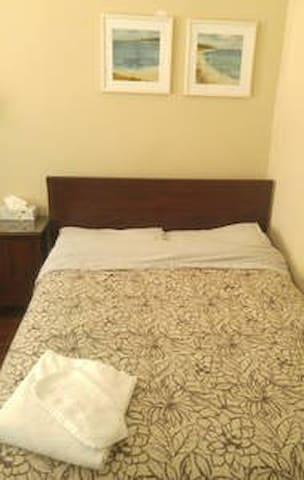 Clean, comfy private Room with Double Bed