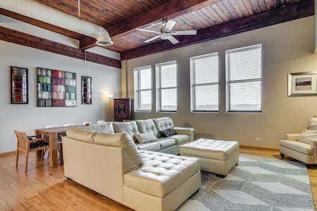Roscoe Village Loft near Everything! Walk Score 95 - Chicago - Loft