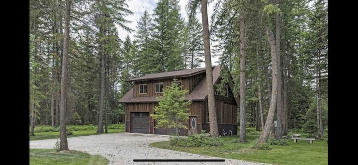 Great Location near Whitefish with Private Hot Tub