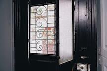 上海特色的老房子木门