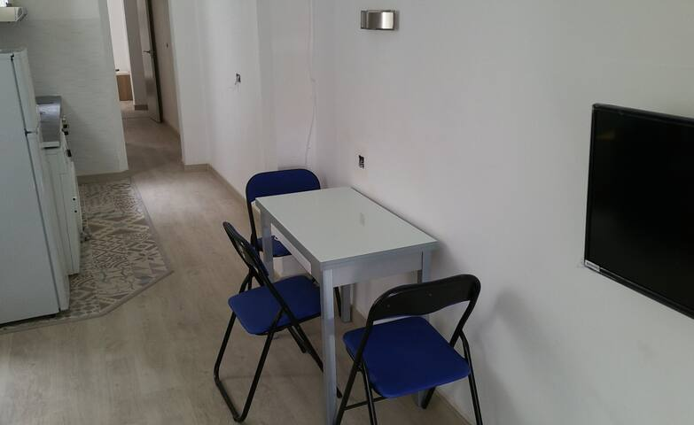 TV & Expandable table