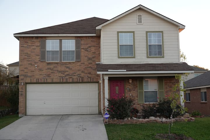 *REDUCED RATE *Your Ideal Getaway Home! Near UTSA