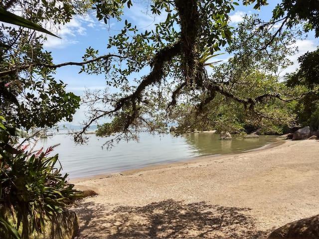 Chácara com praia perto de Florianópolis