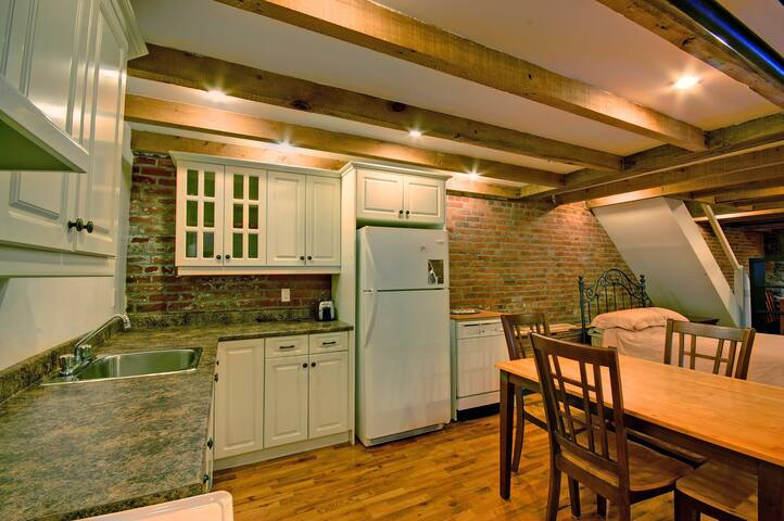 Spacious and Charming loft for you - Westmount - Loft