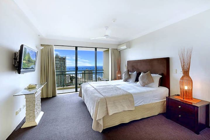 Master bedroom (beds can be split)