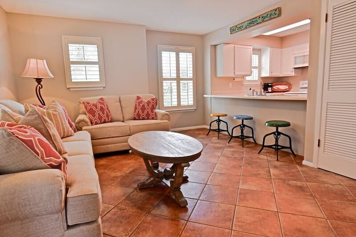 """Xanadu"" at Sunseekers in Blue Mountain Beach - Sleeps 4- Steps To The Beach!"
