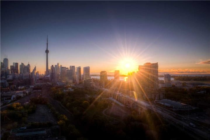 T.O. BEST VIEW! 2 BDRM FREE PARKING - Toronto - Apartament