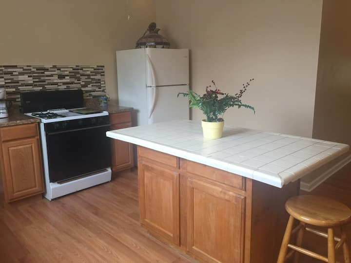 Private Room in Great Apartment -Near Upstate & SU
