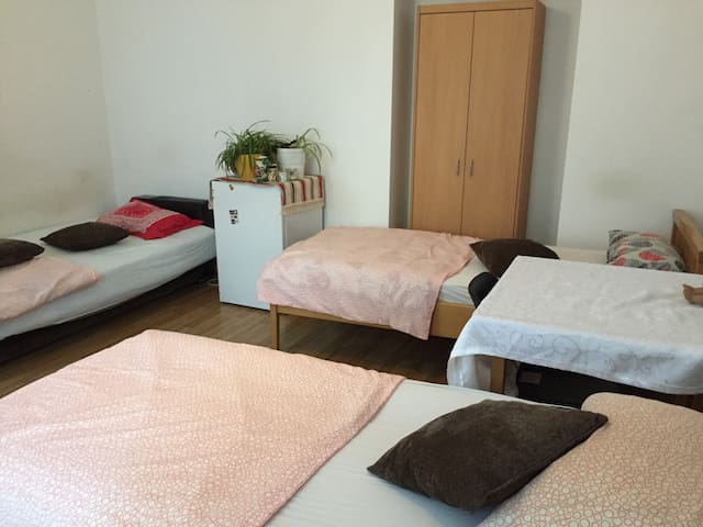 Room in Center Vienna for 3 people - Wien - Lägenhet