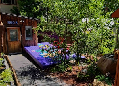 Tahoe City Adventure Hub-Tiny Home On The Hill!