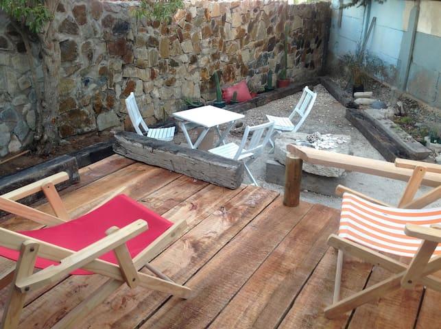 acogedora cabaña con patio