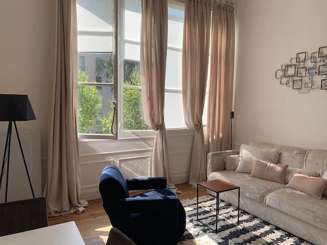 Logement 2 pièces 42 m2. Invalides/Tour Eiffel