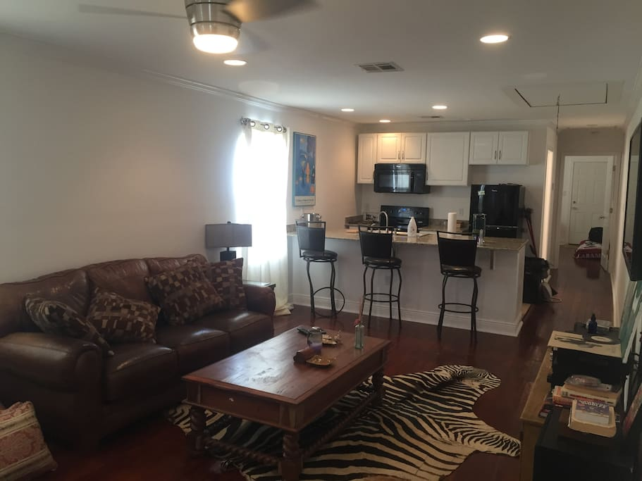 1br 1ba unit in duplex uptown apartments for rent in new orleans