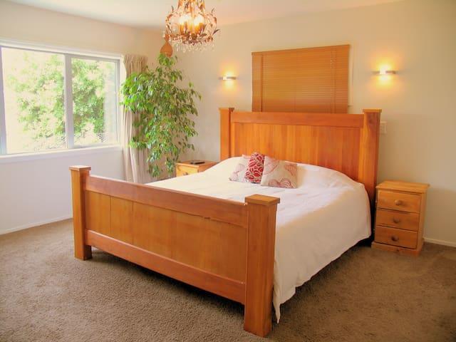 Sunny, Large, En suite Bathroom, Mountain Views - Lake Hayes Estate - Dům