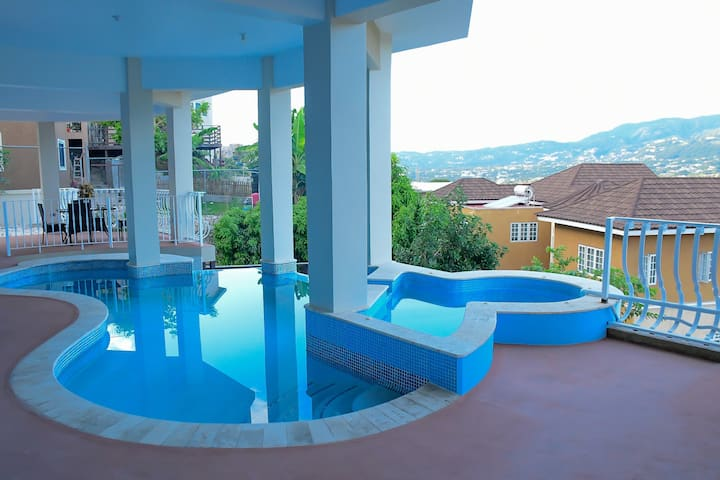 3BR Kgn Escape*5 mins city ~ Blue Mtn View