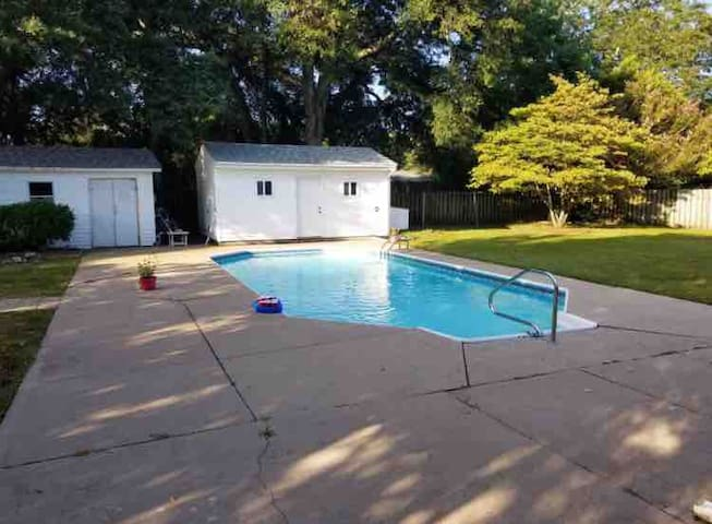 NEW! * Private Pool* Close to UNCW & Beach!