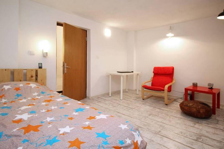 Cosy, quiet 1 bedroom flat near Railway St