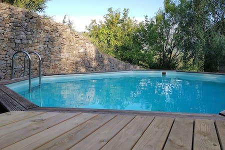Belle maison en pierres avec piscine privative