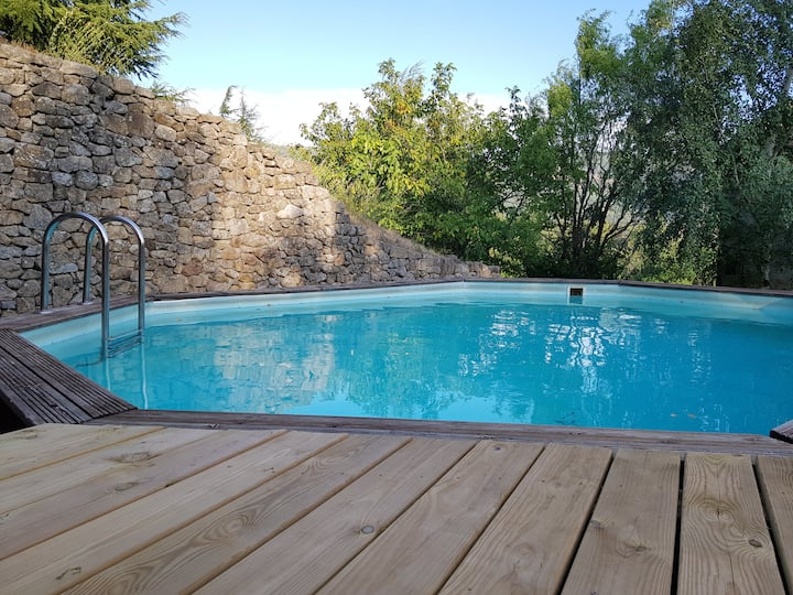 Belle maison en pierres avec piscine privative
