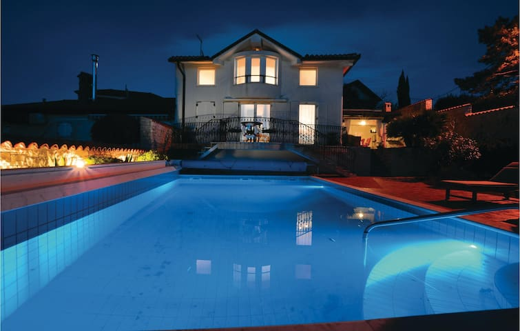 Awesome home in Izola with WiFi and 3 Bedrooms