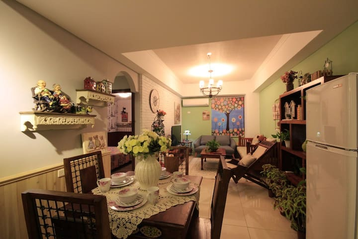 (Family room)Accommodate 4-6 people