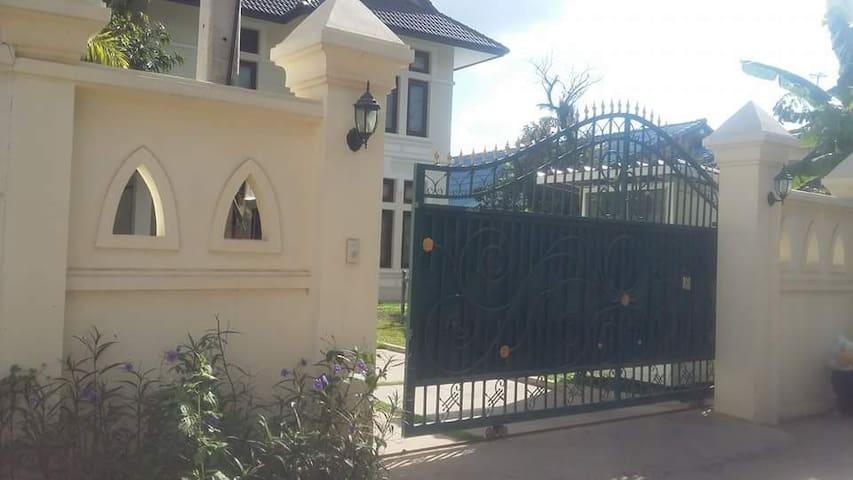 Souanmone Mekong house