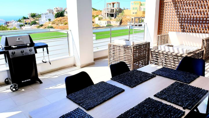 Luxurious brand new flat sea view & private beach