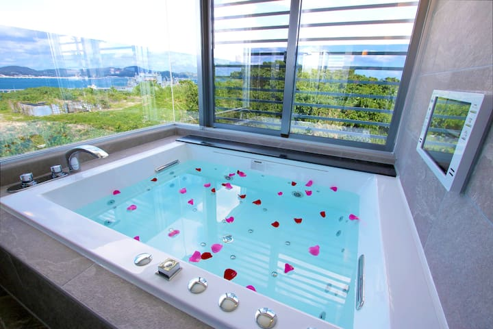 Private Modern & Luxe Suite 4BDR, Jaccuzi, 2Bath