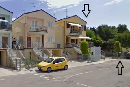 Villetta 75 mq. sulla collina sopra Porto Recanati - Province of Ancona - 別荘