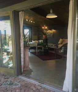 Charming Garden Studio with patios - Casper