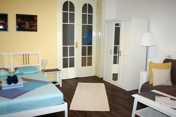 Spacious and elegant room in the centre