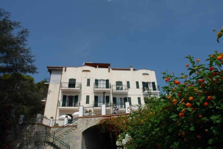 Villa Poggio d Andora No 12. Swimmingpool 600 metres from the beach Balcony with sea view