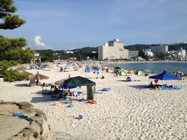 白良浜: 真っ白な砂浜があなたを待っていますよ!(車で9分ほど) / Shirahama Beach:  Pearly white beach will wait for you! (9 min by car)