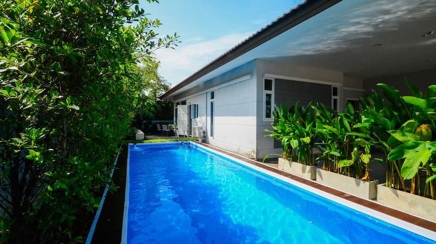 Panalee banna swimming pool villa in pattaya