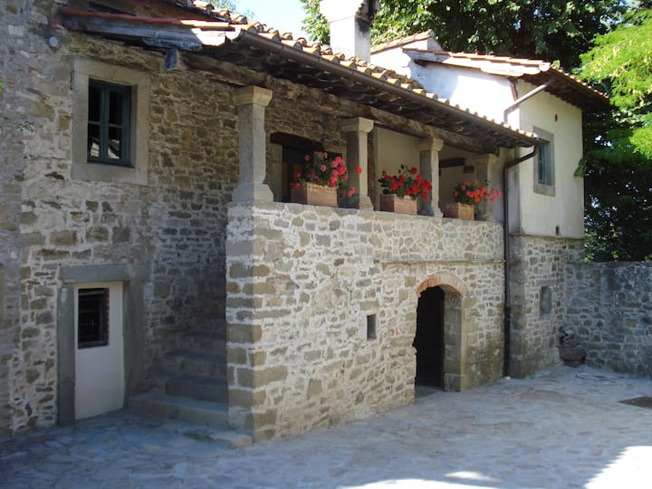 Stone House in   Casentino Valley for a couple