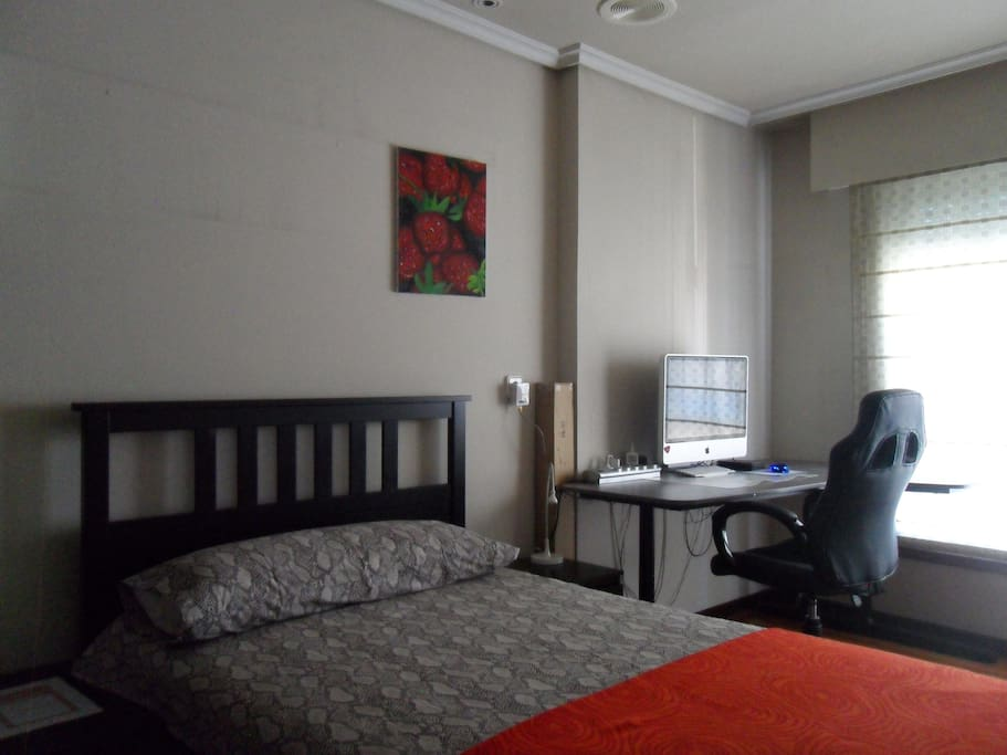 private double bedroom with laptop friendly workspace