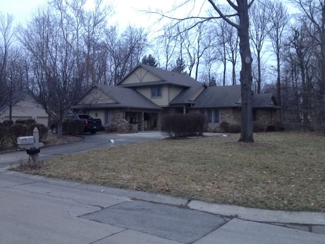 INDY 500, Brickyard 400, COLTS&PACERS club house. - Greenwood - Rumah